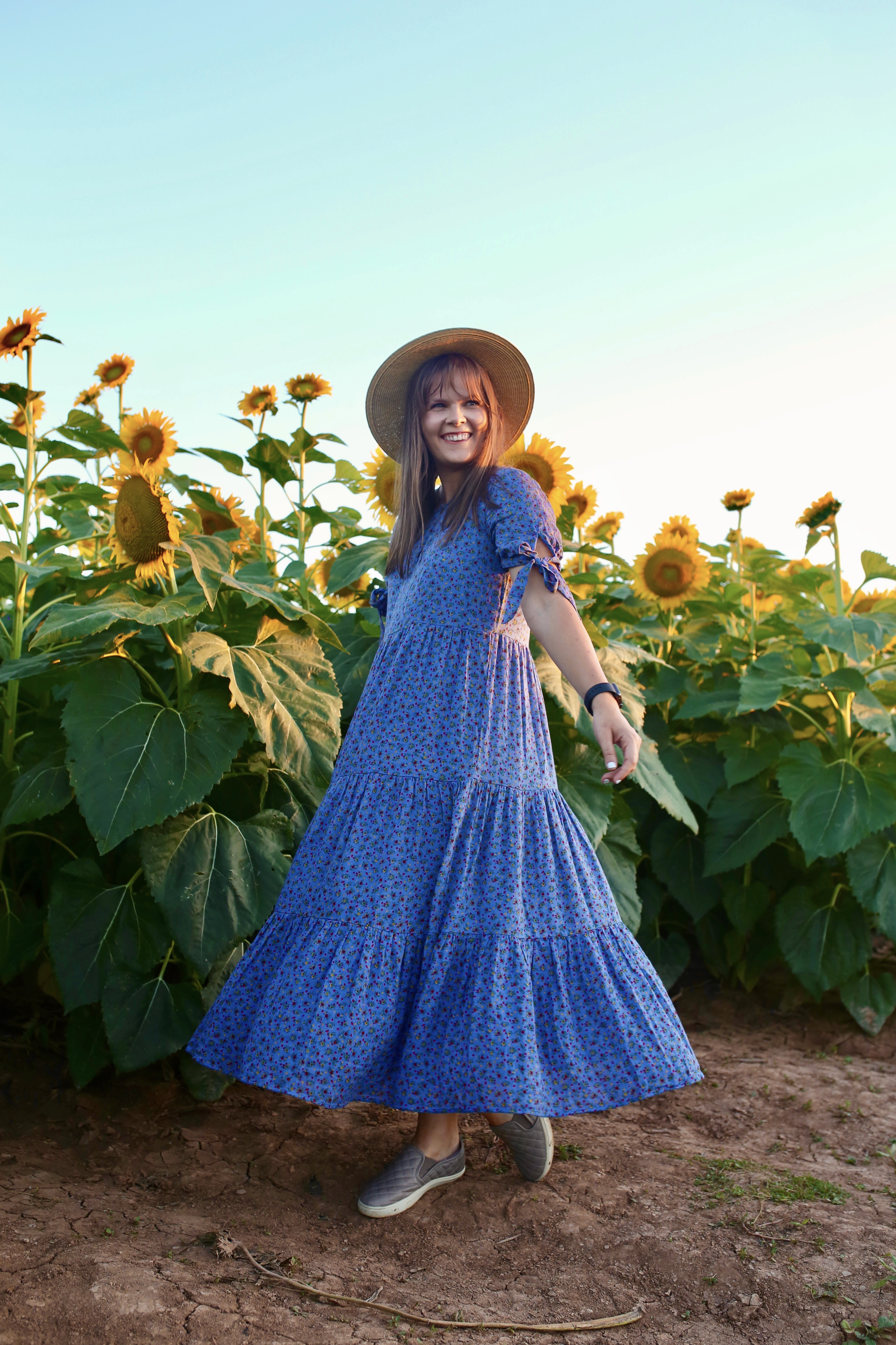 8 Actionable Tips for Traveling Post Quarantine - Exploring my own backyard by visiting a nearby sunflower field at sunset!