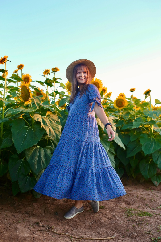 Exploring my own backyard by visiting a nearby sunflower field at sunset!